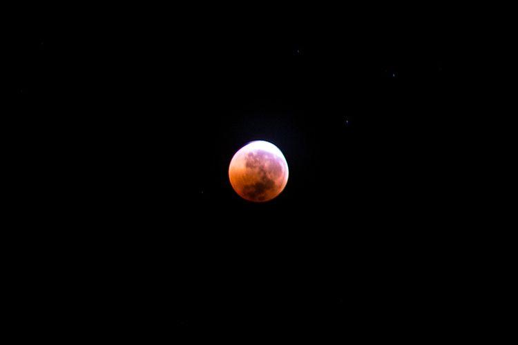 Momen gerhana bulan total, 28 Juli 2018 yang mulai memasuki tahap akhir.