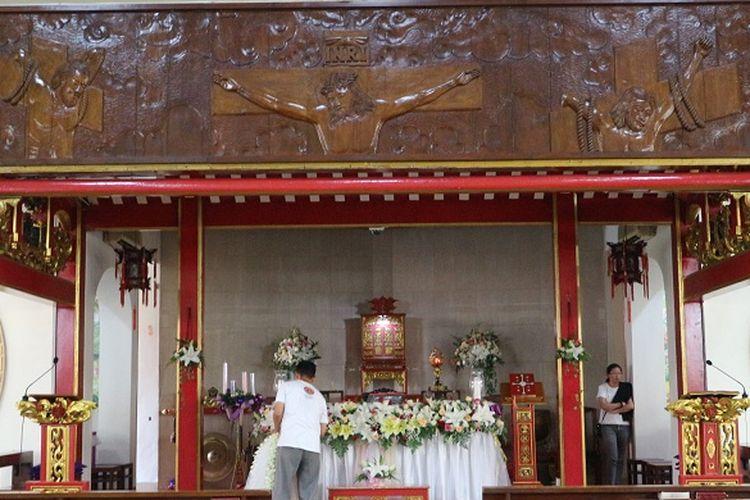Altar di Dalam Gereja Santa Maria De Fatima