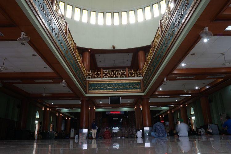 Suasana Masjid Agung Al-Barkah, Kota Bekasi.