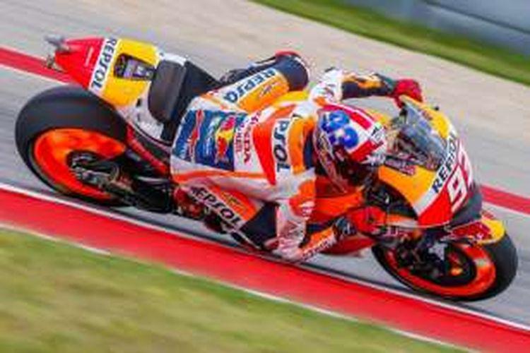 Pebalap Repsol Honda asal Spanyol, Marc Marquez, memacu motornya pada sesi kualifikasi GP Americas di Circuit of The Americas (COTA), Austin, Sabtu (9/4/2016).