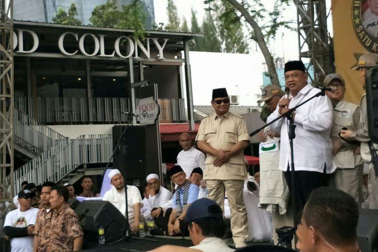 Calon presiden nomor urut 2 Prabowo Subianto menerima dukungan dari ulama di GOR Soemantri, Minggu (4/11/2018).