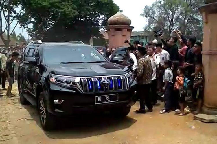 Toyota Land Cruiser Prado yang dipakai Wiranto saat penusukan