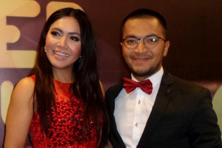 Ihsan Tarore dan Denada hadir dalam acara Selebriti on News Awards 2017 di MNC Tower, Kebon Jeruk, Jakarta Barat, pada Kamis (9/2/2017).