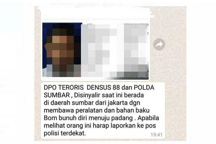 Polisi menangkap terduga teroris berinisial FH di salah satu bengkel di kawasan Pasar Jumat Nagari Muaro Sijunjung, Kecamatan Sijunjung, Kabupaten Sijunjung, Sumatera Barat, Selasa (22/5/2018).