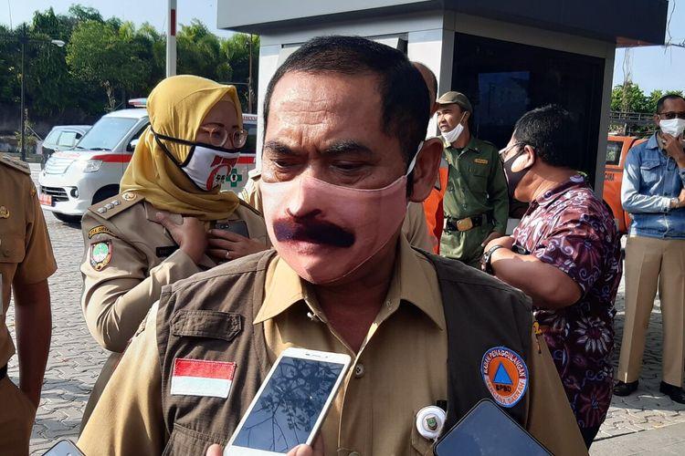 Wali Kota Solo FX Hadi Rudyatmo alias Rudy ditemui seusai mengantar warga selesai karantina di Solo, Jawa Tengah, Senin (8/6/2020).