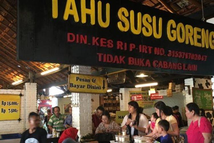 Tahu Susu Lembang bisa dibeli mentah atau yang telah digoreng. Harganya mulai dari Rp 15.000 untuk tahu goreng isi 10.