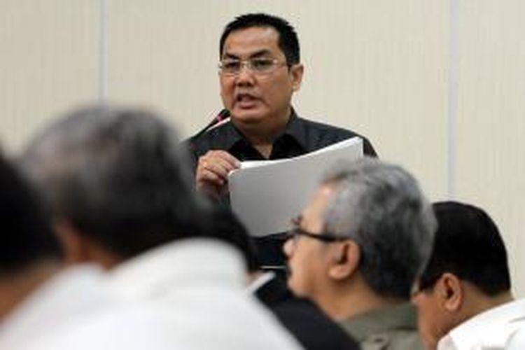 Menteri Pembangunan dan Daerah Tertinggal (PDT), Helmy Faishal Zaini saat berbicara kepada wartawan di kantor Kementerian PDT, Jakarta Pusat, Rabu (19/2/2014). Hingga awal 2014, masih terdapat 183 kabupaten yang masuk kategori daerah tertinggal. Berdasarkan hasil evaluasi kementerian PDT sebanyak 70 kabupaten berpotensi terentaskan. TRIBUNNEWS/HERUDIN