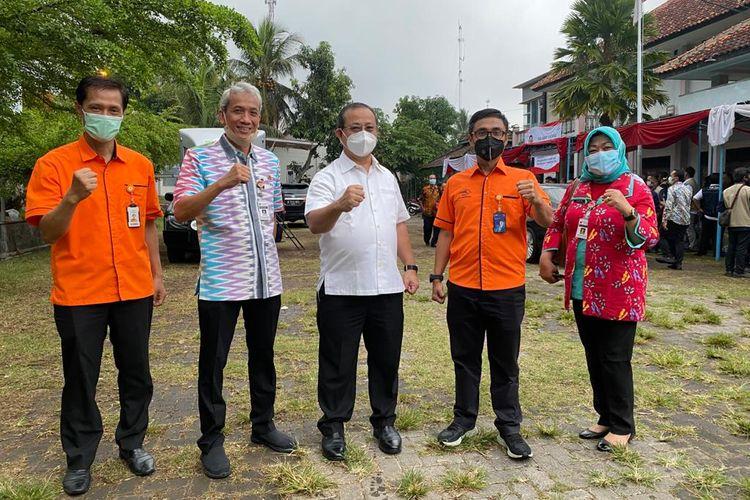 Dirjen PFM bersama Dirut Pos Indonesia.