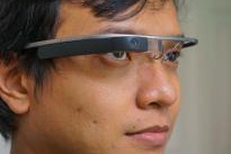 Google Glass ketika dikenakan di kepala
