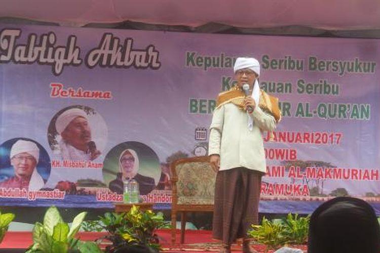 Dai Abdullah Gymnastiar saat mengisi ceramah di Masjid Jami Al Makmuriah, Pulau Pramuka, Kepuluan Seribu, Senin (9/1/2017) siang.