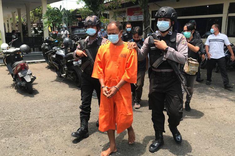 Polres Jembrana menangkap polisi gadungan berinisial IPA yang menipu seorang warga bernama Moch Arifin sebesar Rp 5,5 juta, Sabtu (27/2/2021).