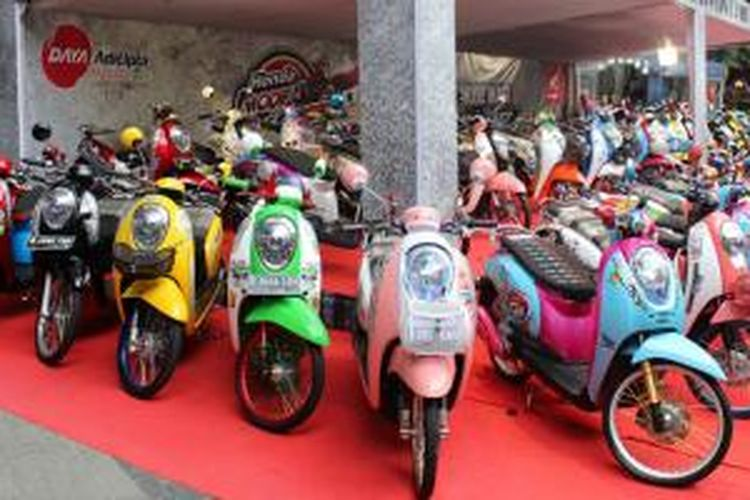 Sepeda Motor Modifikasi Honda Tumpah Di Bandung