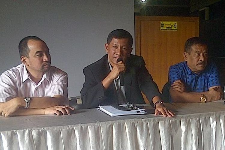 Dari kiri ke kanan : Direktur PT.PBB Risha Adiwijaya, Komisaris PT.PBB Kuswara S Taryono dan Manajer Persib Bandung Umuh Muchtar.