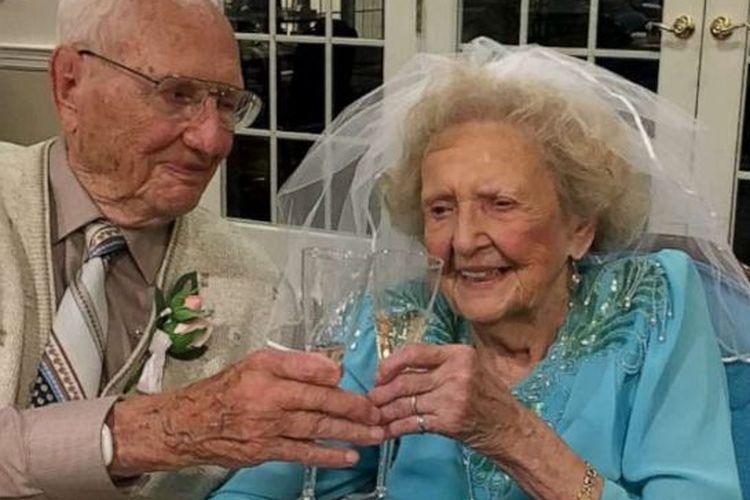 John Cook Sr dan sang istri.