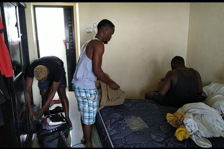 3 WN Nigeria saat didatangi petugas Imigrasi Denpasar
