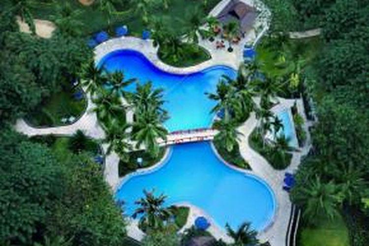 Kolam renang di Shangri-La Jakarta