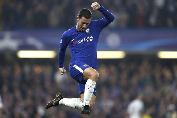 Gelandang Chelsea asal Belgia, Eden Hazard, melakukan selebrasi setelah mencetak gol ke gawang AS Roma dalam pertandingan penyisihan grup Liga Champions di Stamford Bridge, London, 18 Oktober 2017.