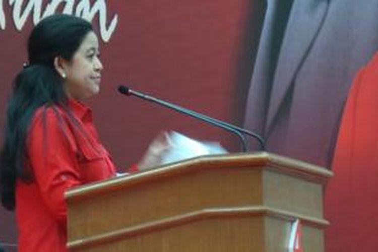 Ketua DPP PDI Perjuangan Puan Maharani membacakan rekomendasi hasil rapat kerja nasional (rakernas) III PDI Perjuangan, Minggu (8/9/2013). Rakernas kali ini adalah rakernas terakhir kalinya sebelum Pemilu 2014.