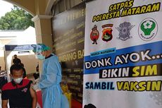 Warga yang Buat SIM di Polresta Mataram Dapat Vaksin Covid-19 Gratis