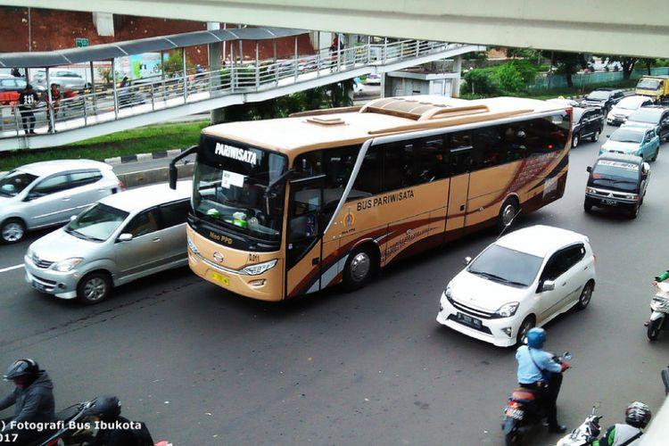 Bus pariwisata Perum Pengangkutan Penumpang Djakarta yang tadinya merupakan bus kota.