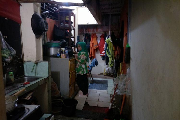 Dapur umum atau pantry di kantor Kelurahan Jembatan Besi yang terletak di Kecamatan Tambora, Jumat (10/11/2017).