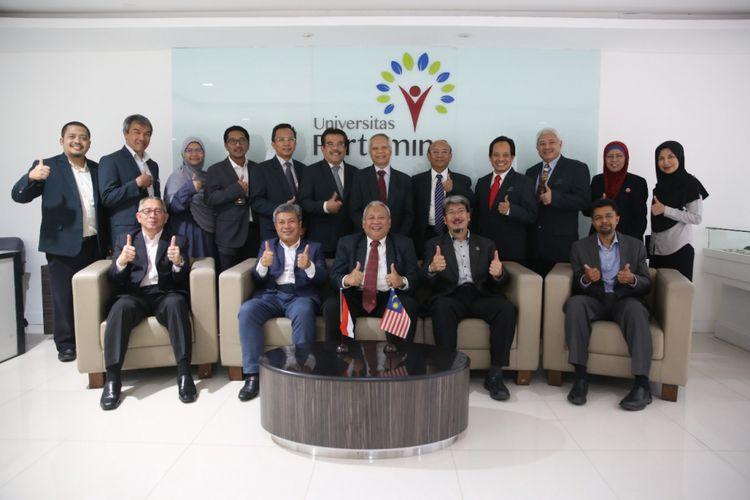 Pimpinan Universitas Pertamina seusai menerima kunjungan Government Link Universities (GLU), aliansi universitas yang dimiliki oleh organisasi di bawah pemerintah Malaysia yang terdiri dari Universiti Teknologi Petronas (UTP), Universiti Kuala Lumpur (Uni-KL), Multi Media University (MMU), dan Universiti Tenaga (UNITEN) pada Rabu, (0108/2018).