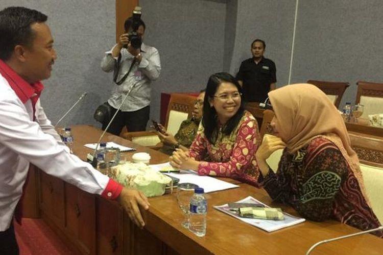 Menteri Pemuda dan Olahraga, Imam Nahrawi, menghadiri rapat kerja bersama Komisi X DPR di Senayan, Jakarta Pusat, Kamis (19/1/2017).