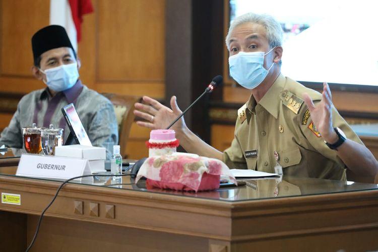 Gubernur Jawa Tengah, Ganjar Pranowo saat menjelaskan program Jogo Tonggo, Senin (20/07/2020).