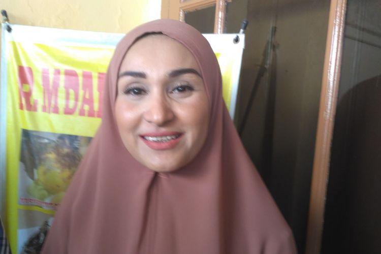 Artis peran Rita Hasan saat ditemui di rumah makan miliknya di kawasan Condet, Jakarta Timur, Selasa (11/9/2018).