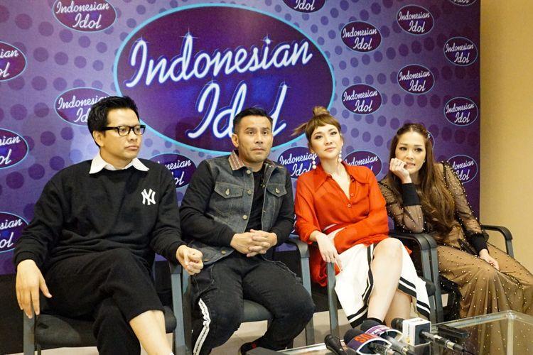Juri Top 8 Indonesian Idol, Armand Maulana, Judika, Bunga Citra Lestari dan Maia Estianty saat jumpa pers di MNC Studios, Kebon Jeruk, Jakarta Barat, Selasa (27/2/2018) dini hari.