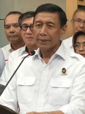 Menteri Koordinator Bidang Politik, Hukum dan Keamanan Wiranto saat memberikan keterangan usai rapat koordinasi terbatas di Kemenko Polhukam, Jakarta Pusat, Kamis (7/6/2018).
