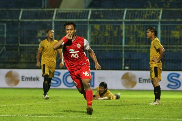 Penyerang Persija, Osvaldo Haay, merayakan gol ke gawang Bhayangkara FC pada laga lanjutan Grup B Piala Menpora 2021 di Stadion Kanjuruhan, Malang, pada Rabu (31/3/2021) malam WIB.