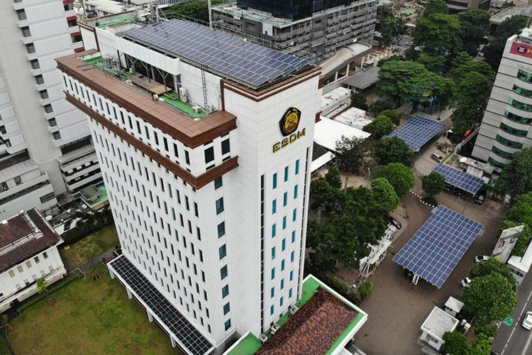 Gedung Kementerian Energi dan Sumber Daya Mineral (ESDM) meraih penghargaan ASEAN Energy Awards 2020.