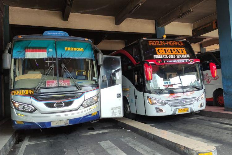 Bus AKAP di terminal Tirtonadi Solo, Jawa Tengah