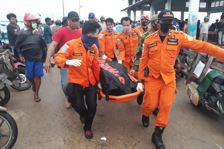 Tim Basarnaa Sorong Evakuasi Korban Tewas banjir di Sorong