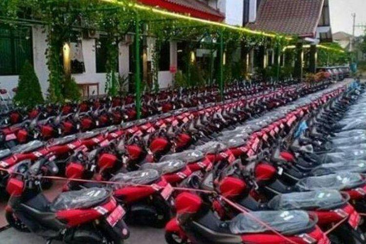 Ratusan motor Yamaha NMAX warna merah tampak terparkir rapi di halaman Pemkab Sukoharjo, Kamis (26/9/2019).