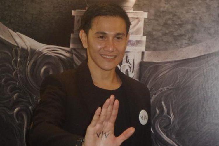 Vino G Bastian diabadikan usai konferensi pers film Wiro Sableng di JS Luwansa Hotel, Jakarta Selatan, pada Kamis (9/2/2017).