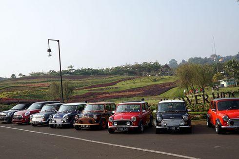 Komunitas Mini Cooper Klasik Peringati Hari Kemerdekaan