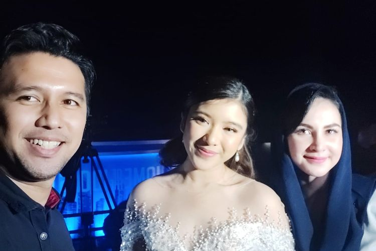 Emil Dardak dan Arumi Bachsin semangati Tiara yang menjadi runner up Indonesian Idol musim kesepuluh.
