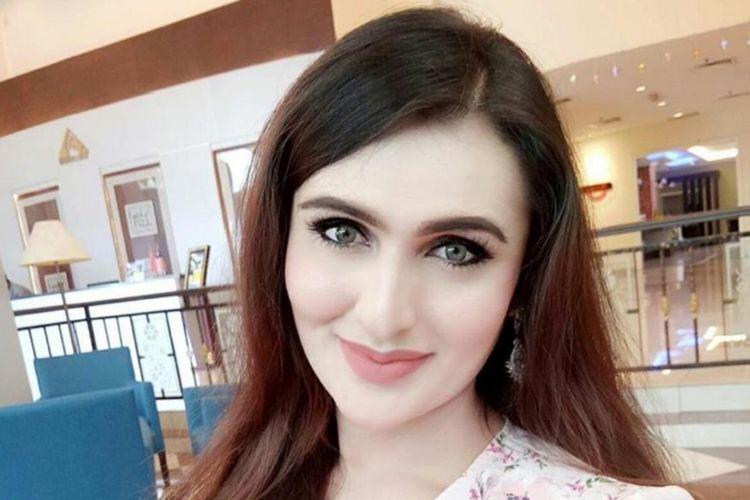 Rania Zara Medina. Anggota sebuah badan kesehatan Malaysia yang diduga sebagai transgender.