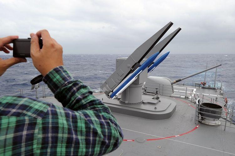 Rudal SM-2 yang terpasang di kapal perusak.