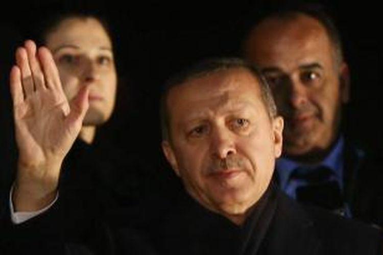 Perdana Menteri Turki Recep Tayyip Erdogan setiba di Bandara Esenboga, Ankara, Selasa (24/12/2013) usai kunjungan ke Pakistan.