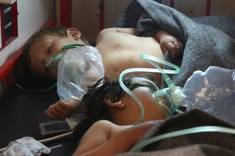 Anak-anak telah menjadi korban dalam serangan senjata kimia di Khan Sheikhoun, Idlib, Suriah.