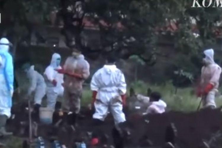 Dua jenazah pasien Covid-19 tertukar di Ponorogo, Jawa Timur, Rabu (24/3/2021).