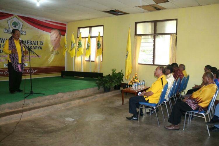 Bakal Calon Gubernur NTT yang juga Ketua Golkar NTT Drs. Ibrahim Agustinus Medah ketika berpidato dalam acara pembukaan Musda partai Golkar Timor Tengah Selatan di Soe, Jumat (26/5/2017)