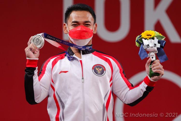 Lifter Indonesia Eko Yuli Irawan berhasil meraih medali perak di kelas 61 kg angkat besi putra Olimpiade Tokyo 2020. Dia mencatatkan total angkatan 302 kg saat tampil di Tokyo International Forum, Minggu (25/7/2021).