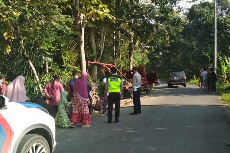 Lokasi kecelakaan yang terjadi di Jalan Raya Ranau- Muara Duara, Desa Pelawi, Kecamatan Buay Rawan, Kabupaten Ogan Komering Ulu (OKU) Selatan, Sumatera Selatan menyebabkan satu orang tewas pada Minggu (23/5/2021) kemarin.