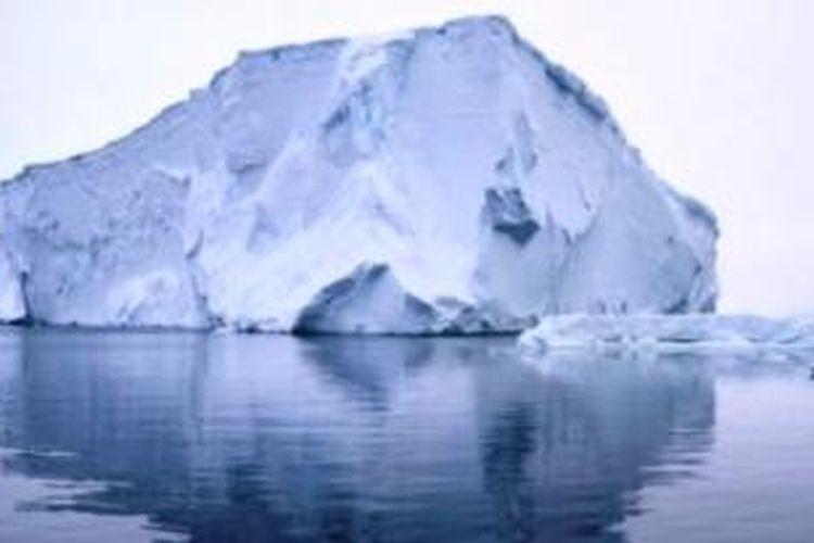 Gunung es raksasa mencair. Proses ini dikenal sebagai proses fertilisasi lautan.