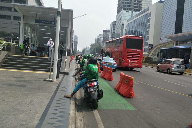 Kondisi jalur sepeda di Jalan MH Thamrin, Jakarta Pusat, Senin (23/9/2019).