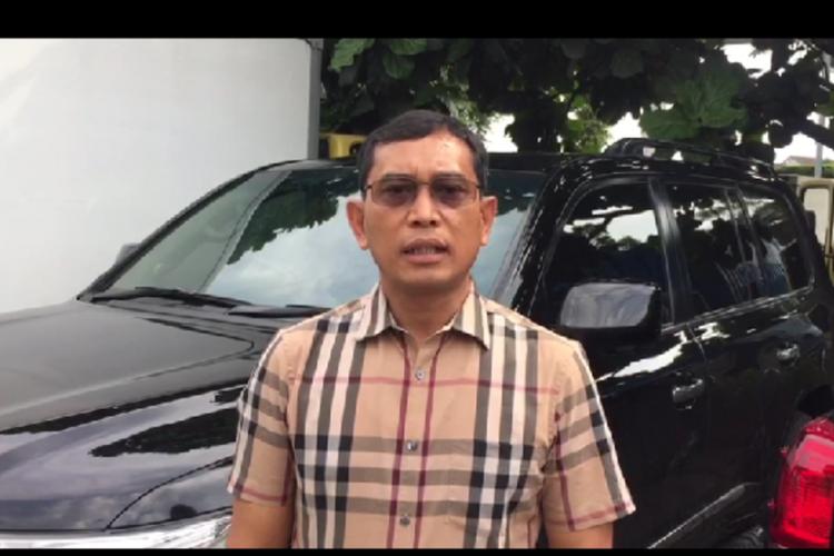 JR Saragih saat memberikan keterangan, Senin (2/4/2018).